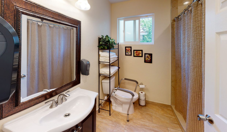 Sandy-Bathroom
