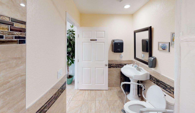 Sandy-Bathroom(1)